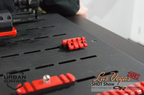 shotshow2017_kineticdevelopmentgroup-45-optic-light-mount